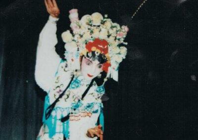 Nora Sausmikat führt Sichuan Oper auf